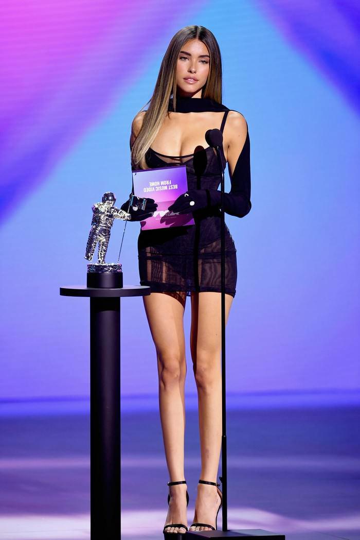 madison-beer-rocks-femme-fatale-look-at-2020-mtv-s-video-music-awards-3.jpg