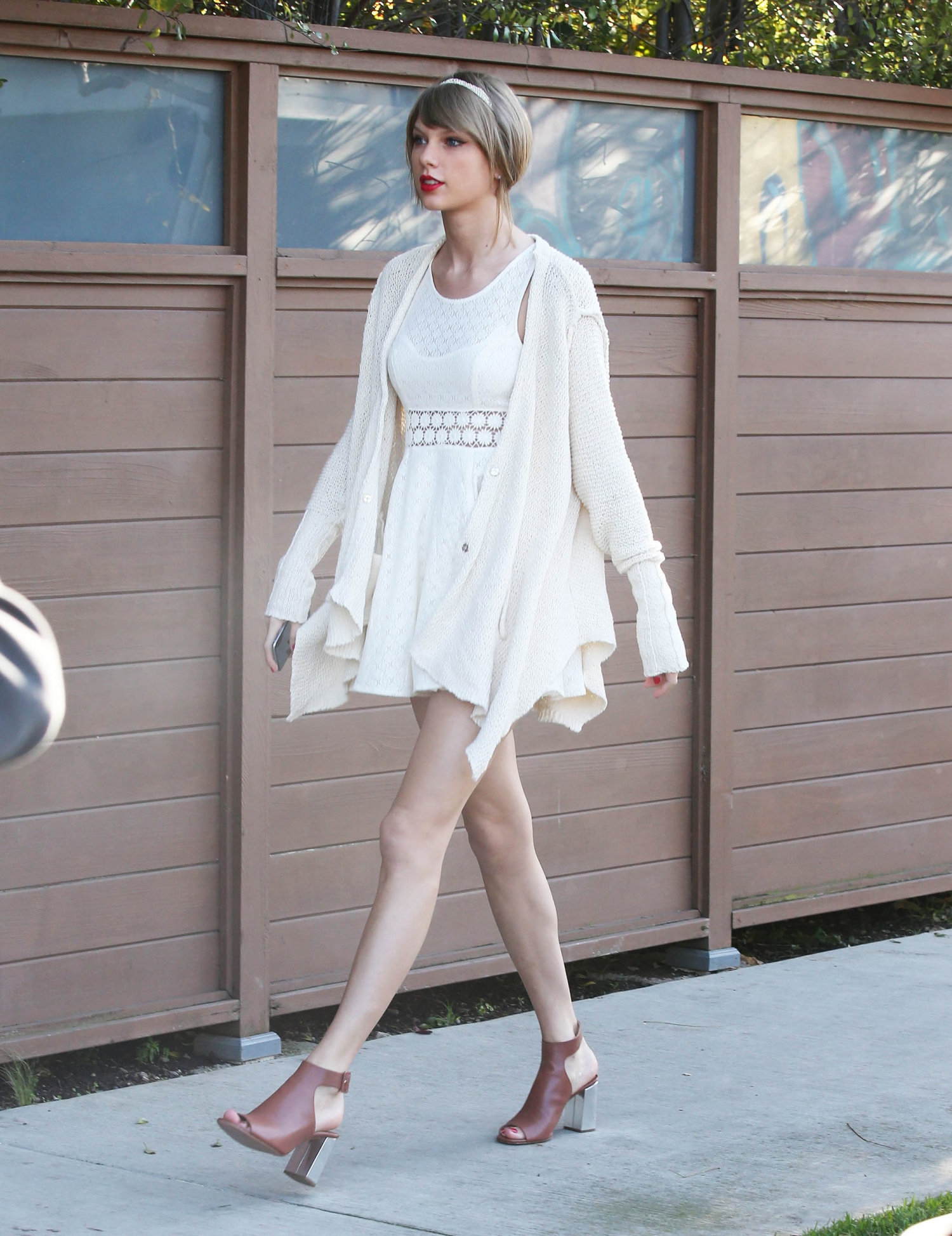 Taylor-Swift-wore-white-dress-her-Wednesday-out-LA.jpg