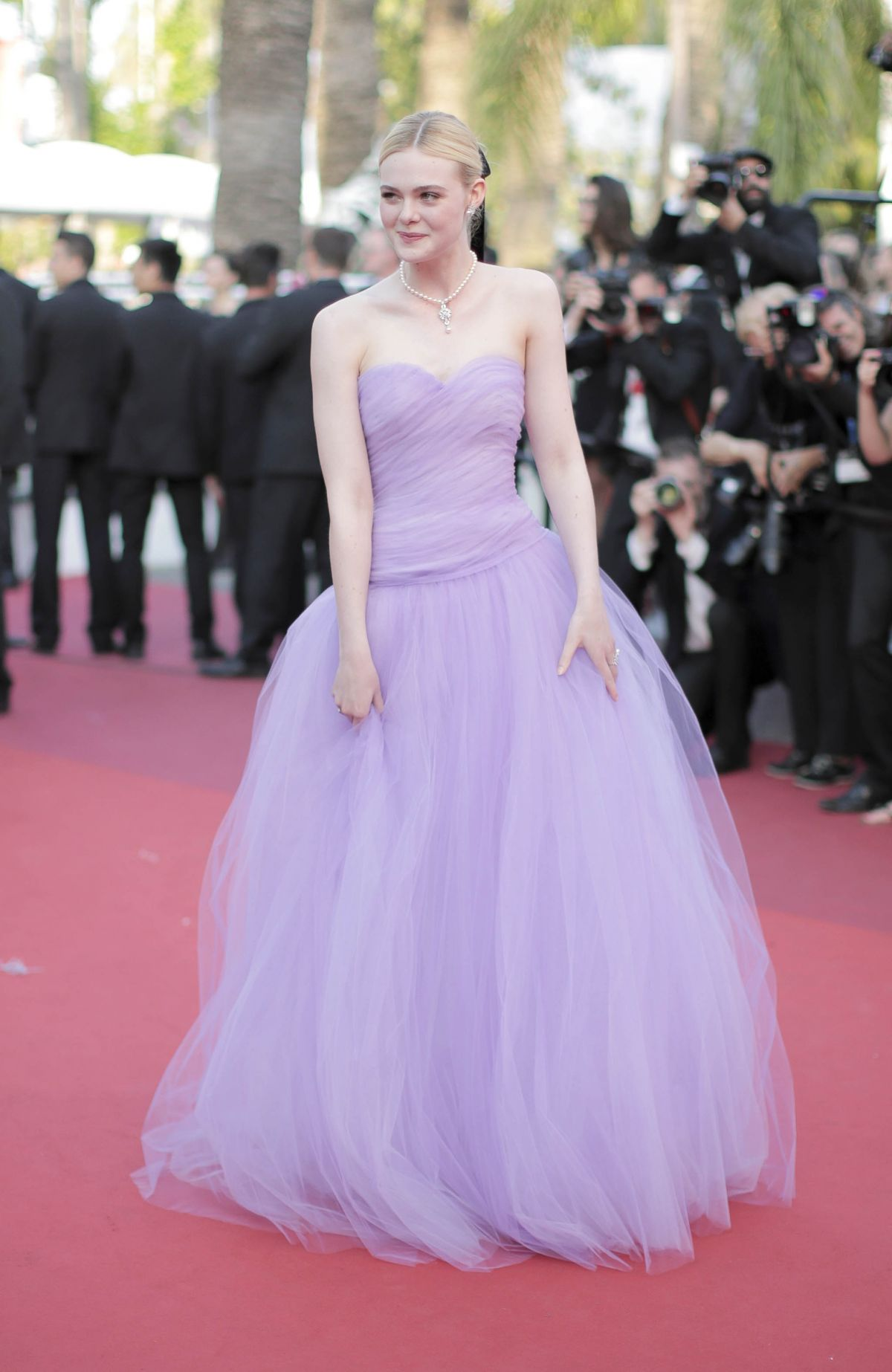 http-starity.hu-forum-topik-580166-elle-fanning-the-beguiled-premiere-during-the-70th-annual-cannes-film-festival-at-palais-des-festivals-in-cannes-france-may-24-2017-_1.jpg