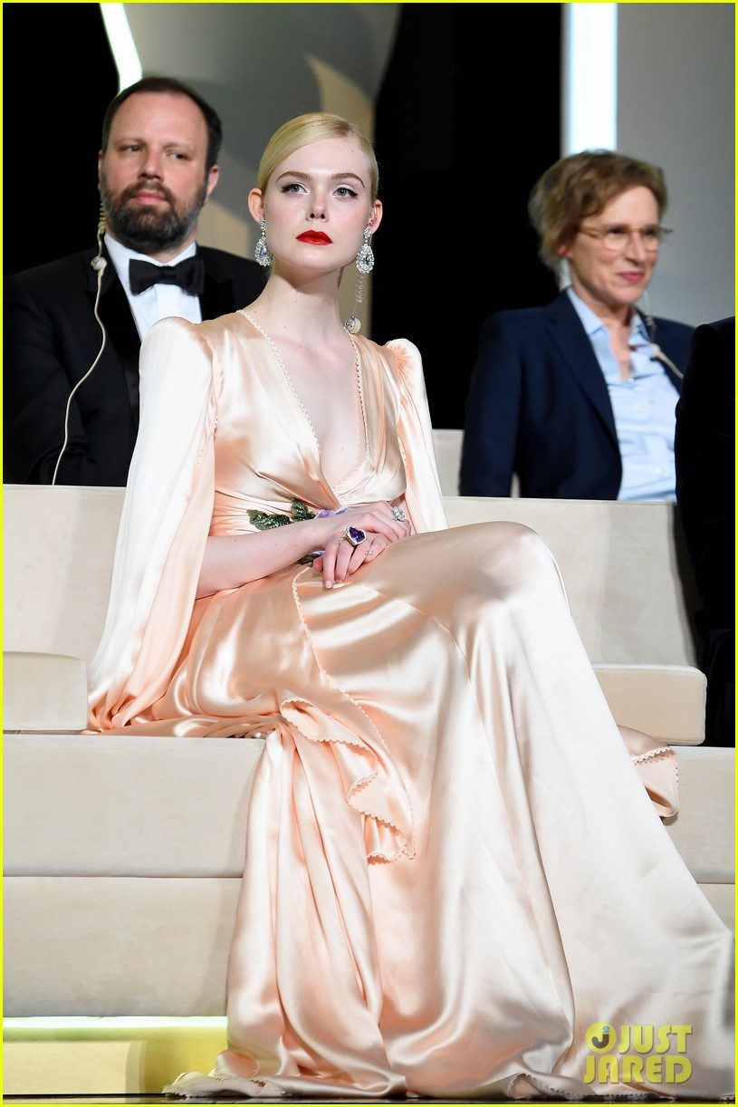 elle-fanning-cannes-opening-ceremony-gucci-gown-37.jpg